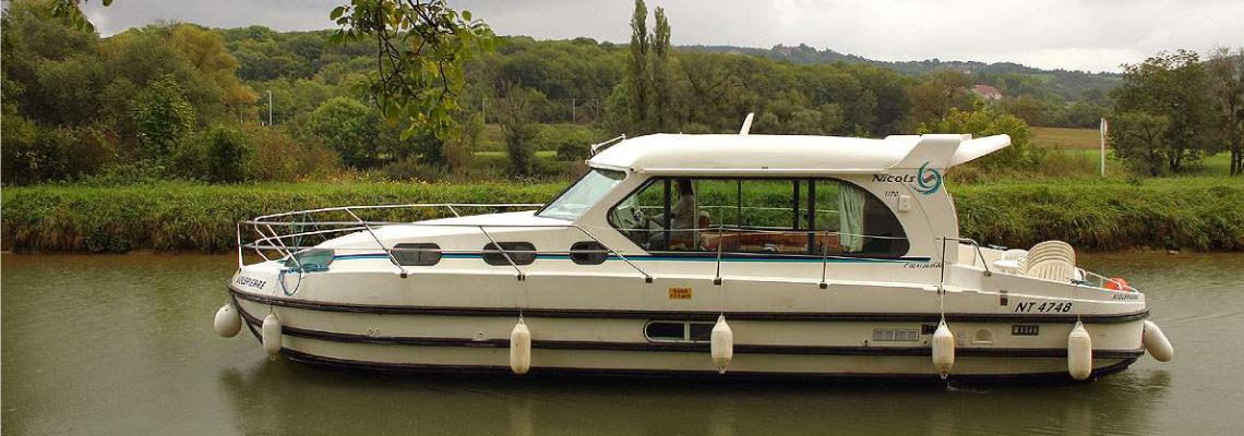 Fluss Boating Holidays auf Sedan 1000 Slide 3