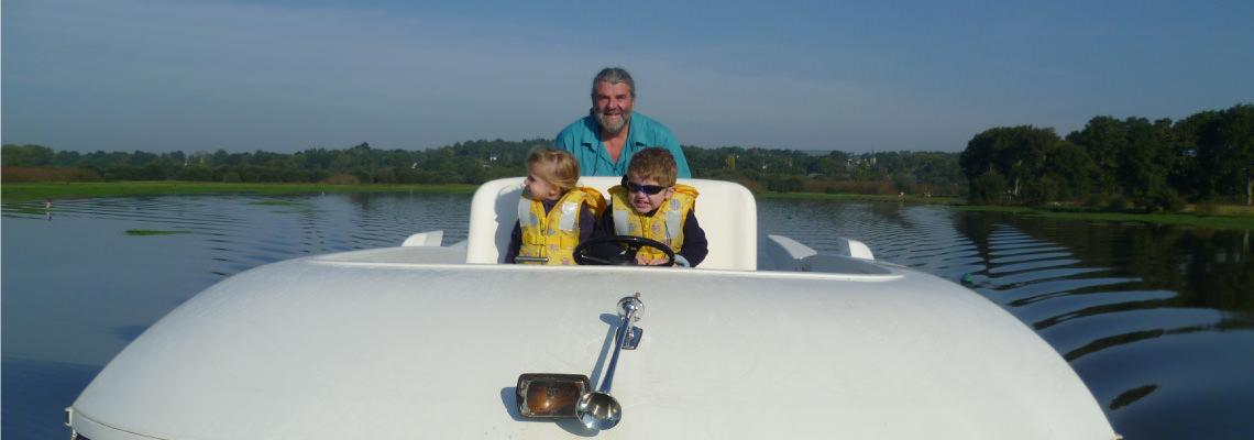 Fluss Boating Holidays auf Sedan 1000 Slide 2